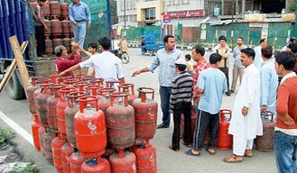 Hike in price of non-subsidised LPG by Rs 50