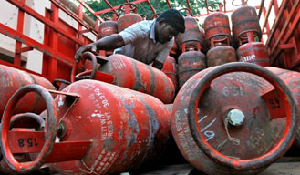 E-initiative launched by Oil Ministry for LPG consumers