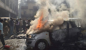 Violent protest by lawyers in Lucknow after advocate's murder