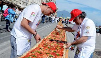 New Record: Naples cook up the world's longest pizza