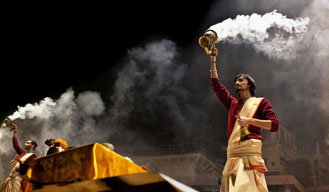 Special 'aarti' takes place in Varanasi for Nepal earthquake victims