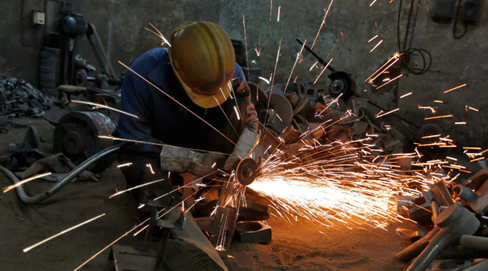 PMI survey: Factory activity expands at a modest pace in October